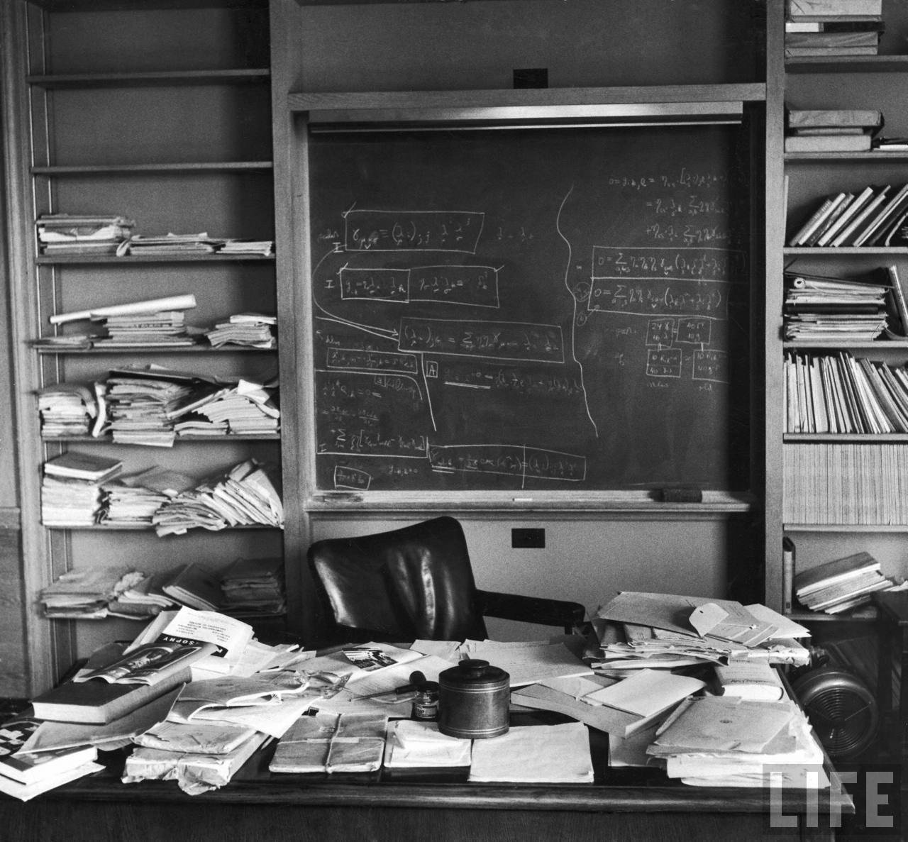 Einstein's desk the day he died. Ralph Morse / Time