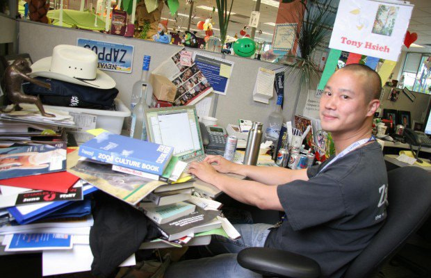 Tony Hsieh's very chaotic desk