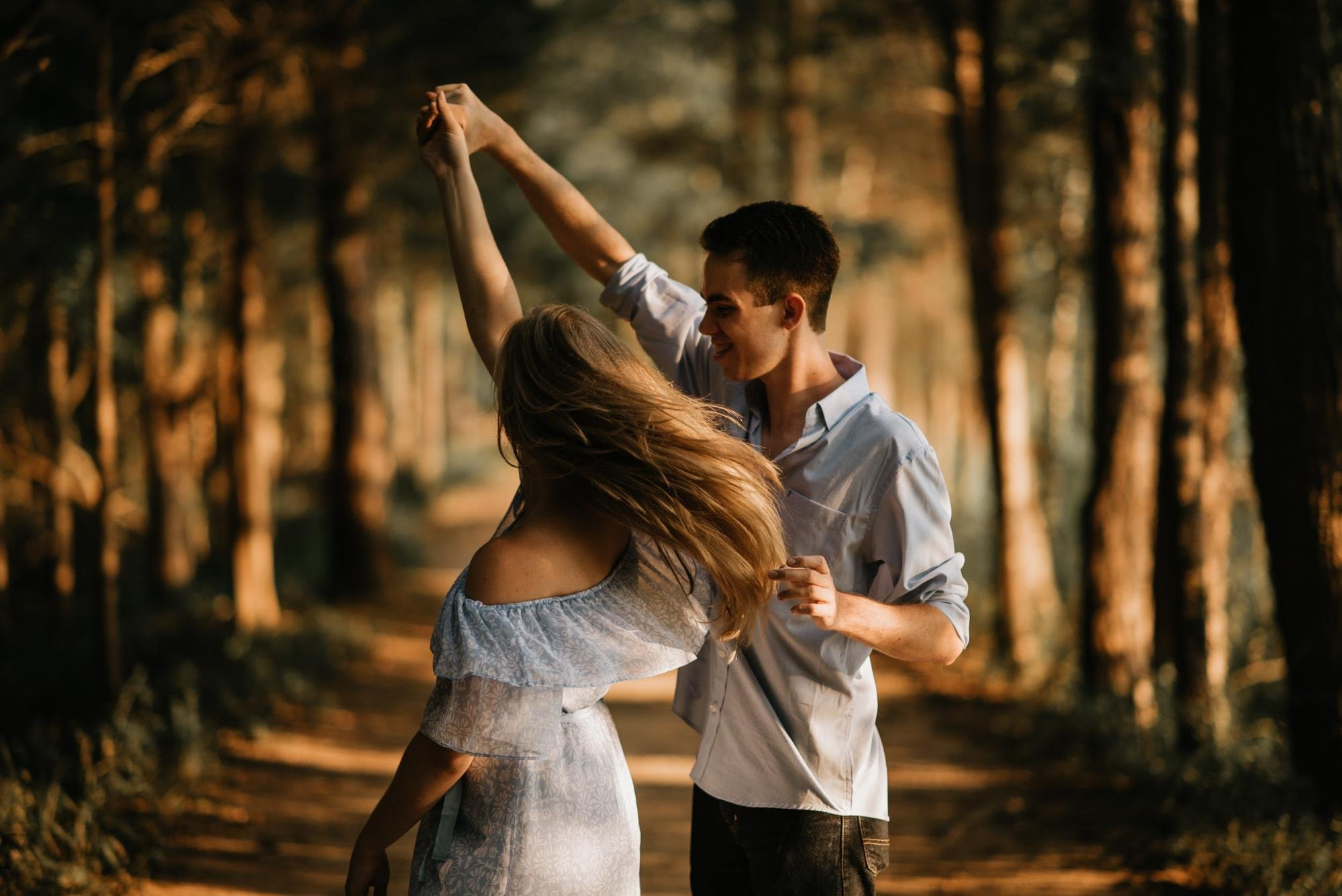 20 Couple Poses And Photography Ideas To Capture Genuinely Romantic Portraits