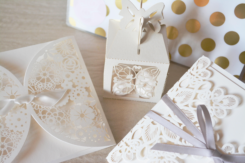 オシャレな結婚式二次会の招待状はCanvaでカンタンに作成!