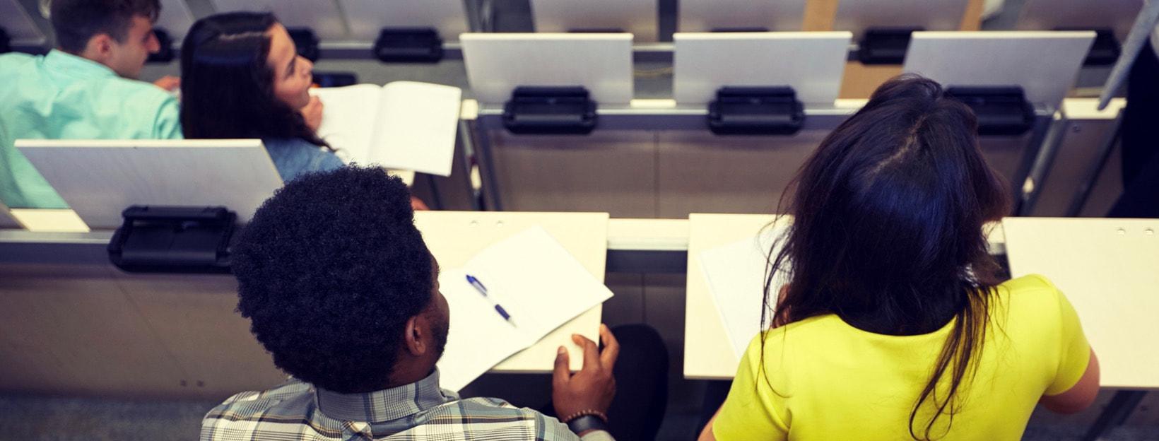 Erfolgreicher Studienbeginn: Studenten im Hörsaal
