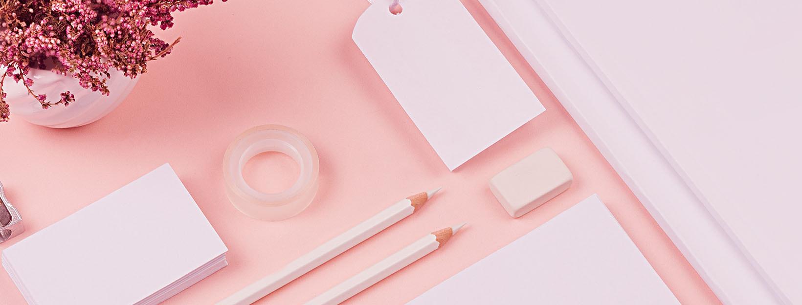 Papierwaren zum Schreiben von Briefen: Adressaufkleber, Stifte, Papier & Co.