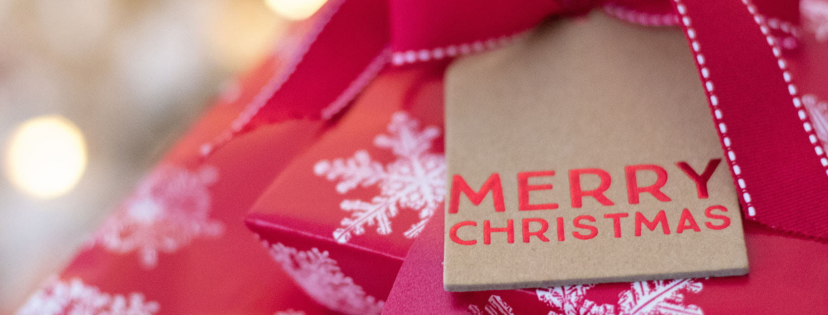 BANNER Canva - Christmas Gift With A Tag On It