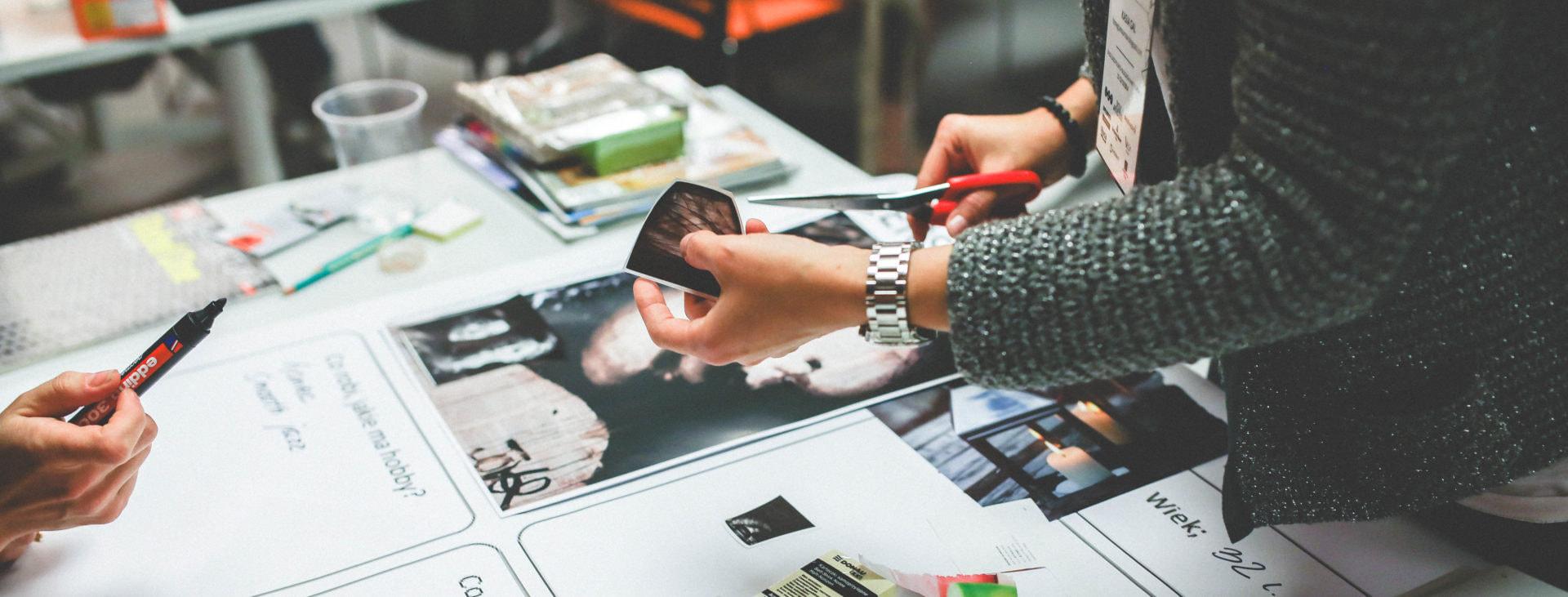 Design Thinking Methode, Design Thinking Prozess, Zusammenarbeit, Innovation durch Gruppenarbeit, gemeinsam gestalten