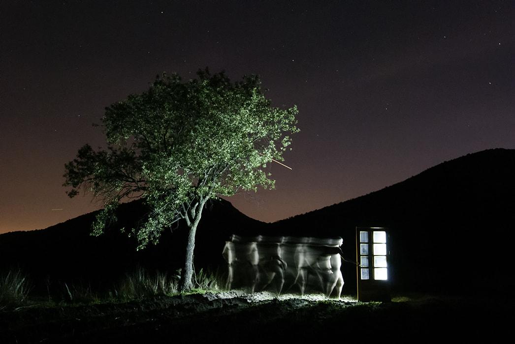 Dimensiones, por Nirmal Ramo. Foto creada con iluminación LED