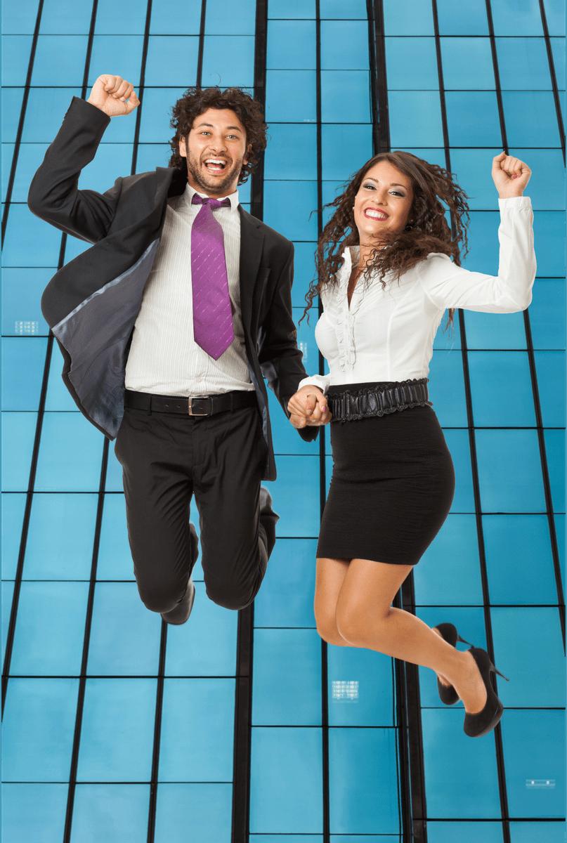 Las imágenes con ejecutivos saltando de alegría causan rechazo