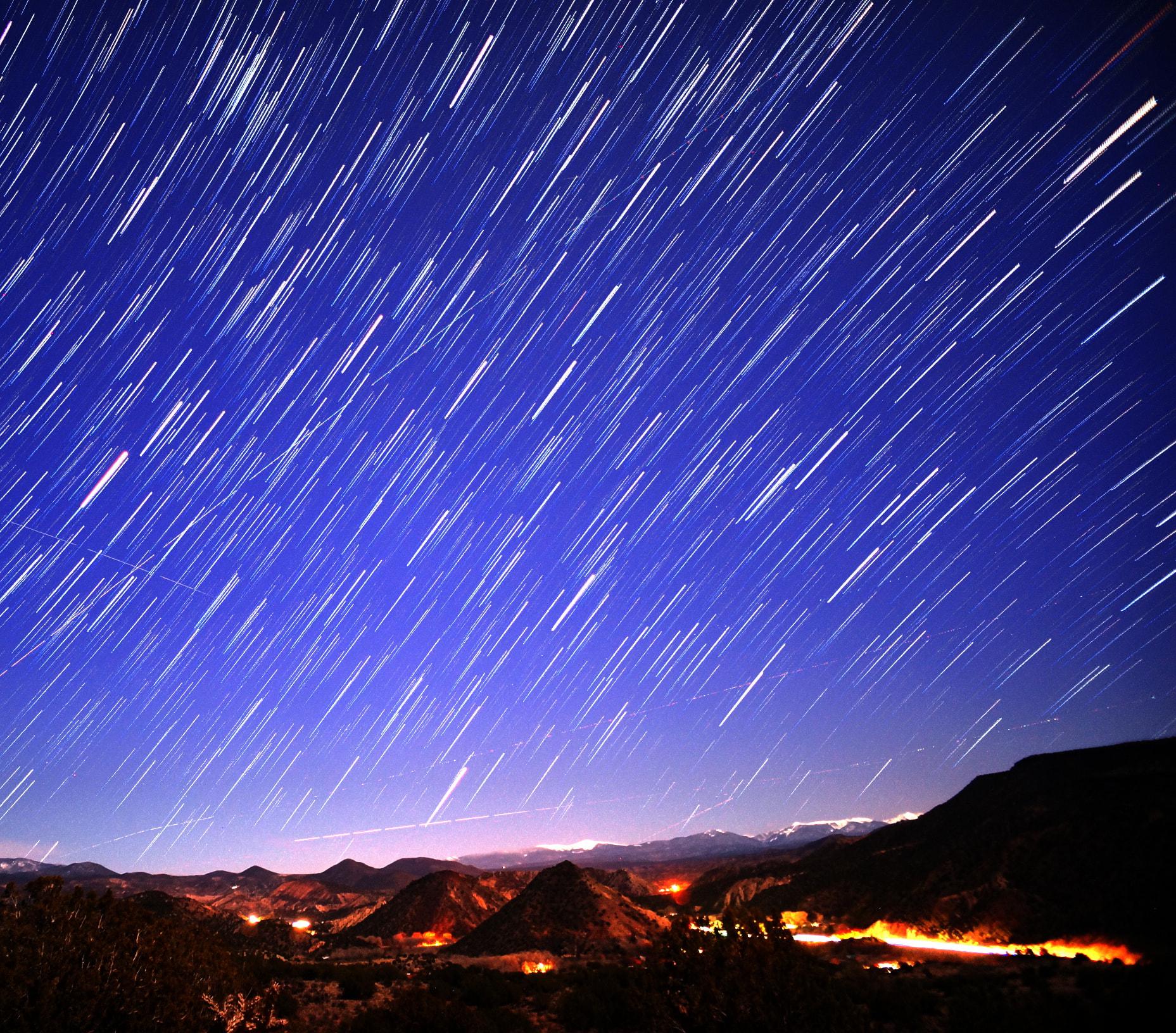 Haz exposiciones largas para capturar estrellas en movimiento