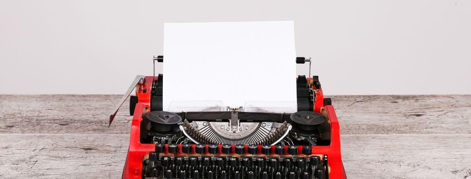 BANNER-Canva-MADaturVnfE-white-page-in-typewriter-maschine