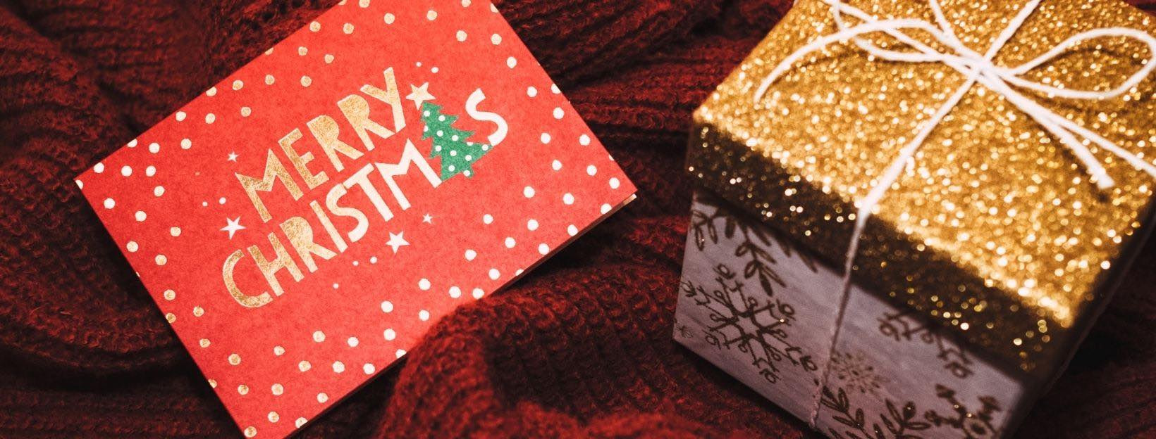 BANNER-Canva-MADGyKWsm6Q-white-and-brown-christmas-gift-box-with-card