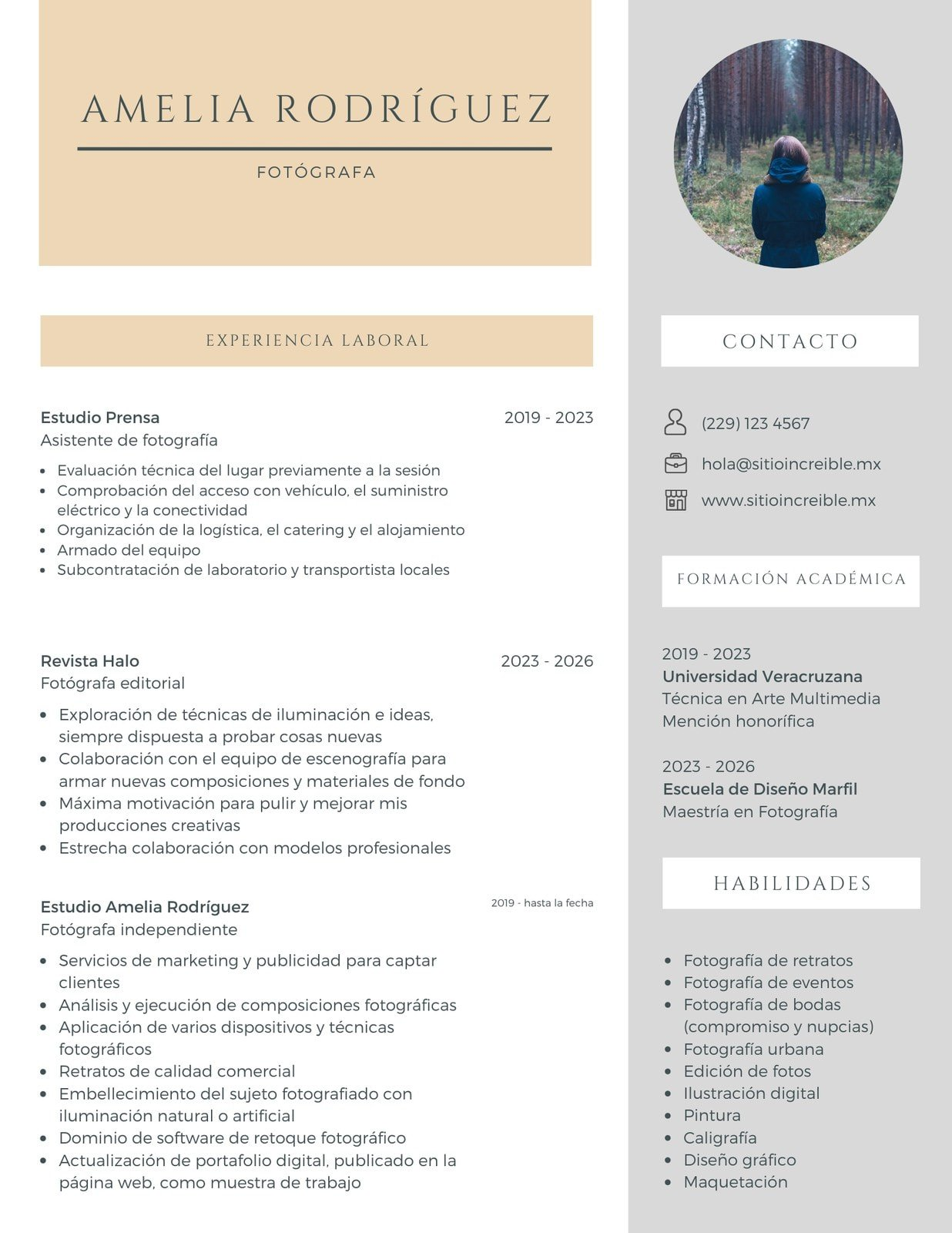 Beige y Blanco Fotógrafa Corporativo Currículum