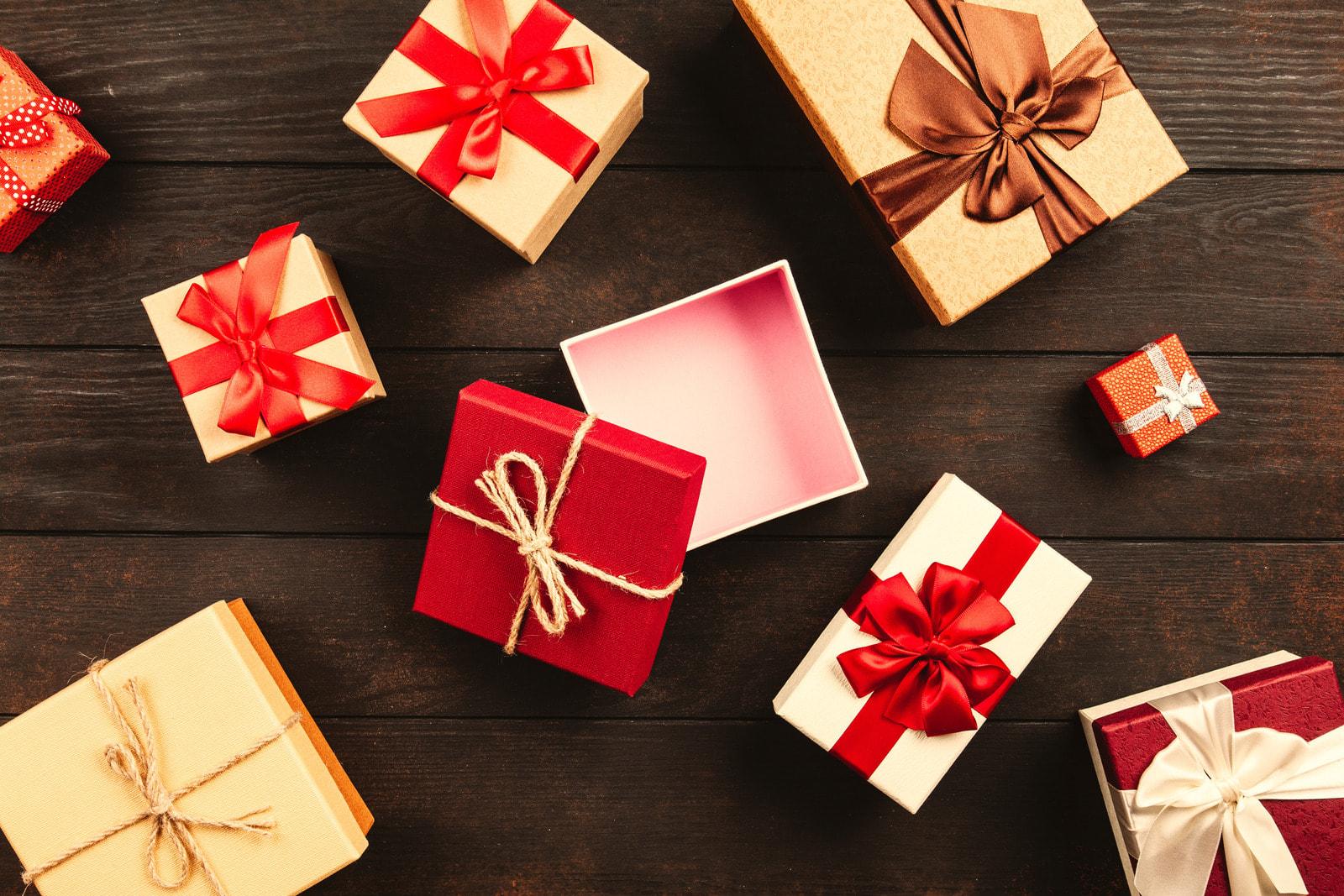 Geschenke und Geschenkanhänger