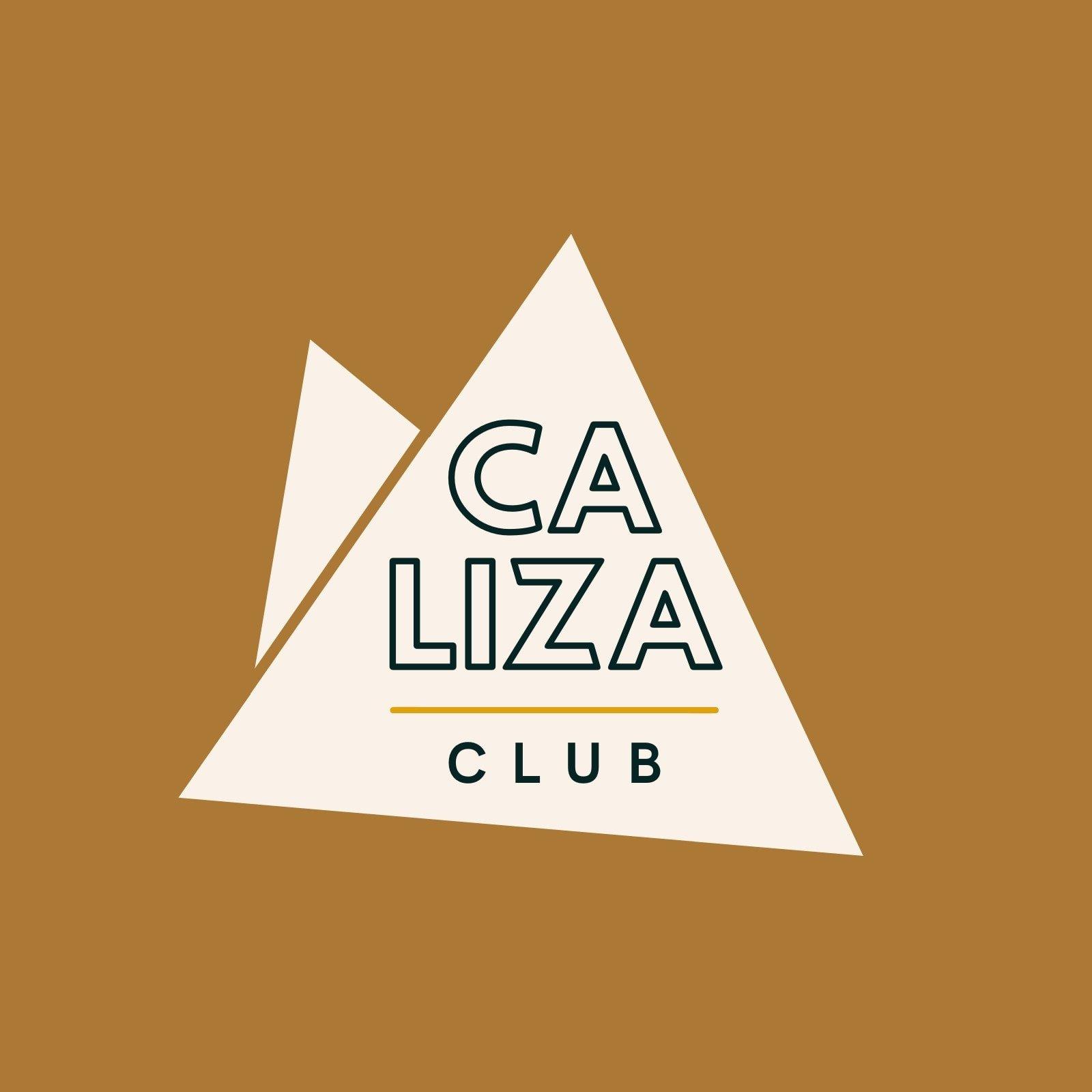 Logo ilustrado de club de escalada, texto dentro de triángulos beige superpuestos simulando montañas sobre fondo jengibre
