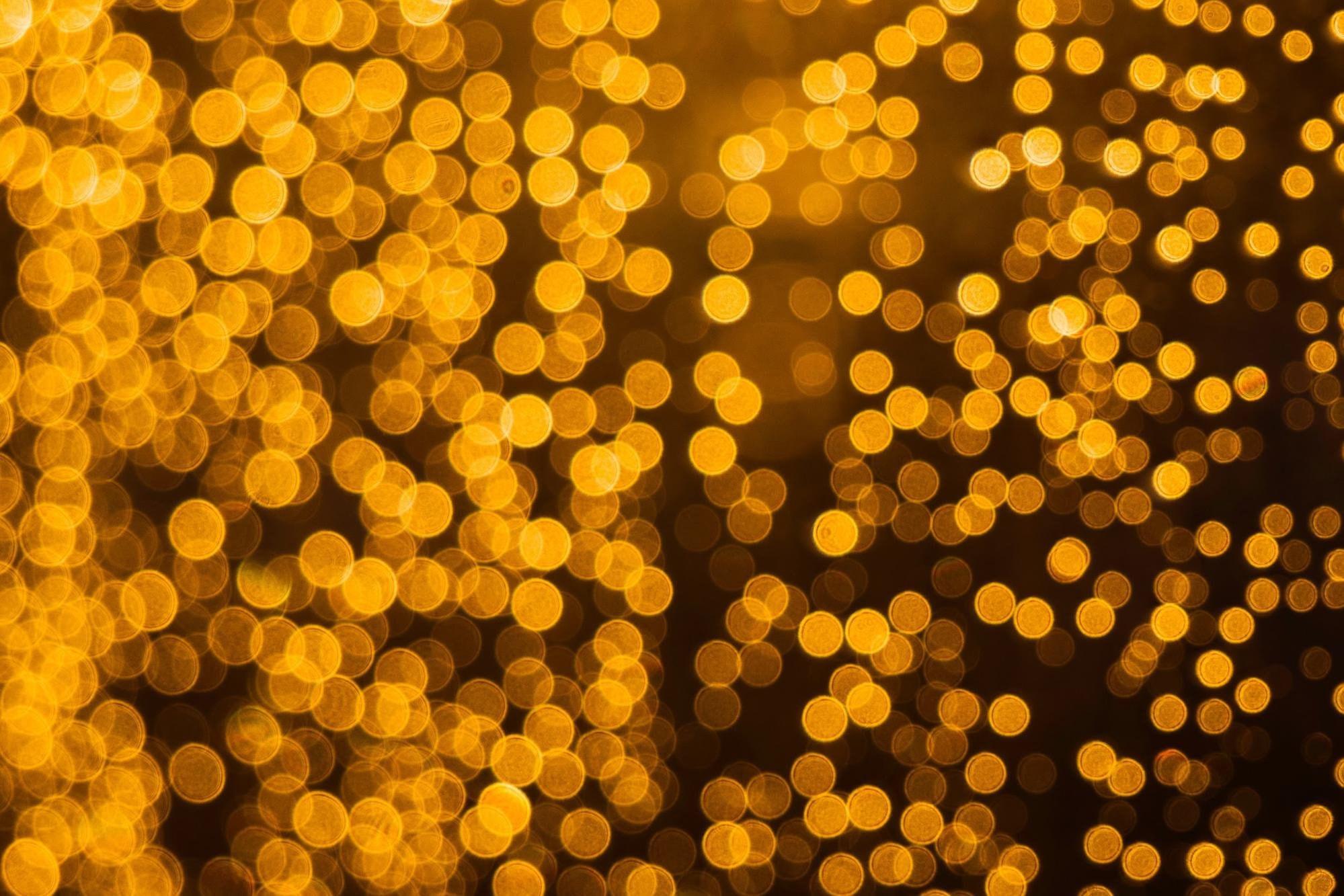 Yellow lights bokeh effect