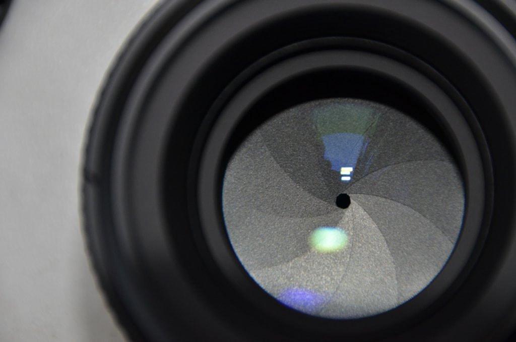 Round aperture lens