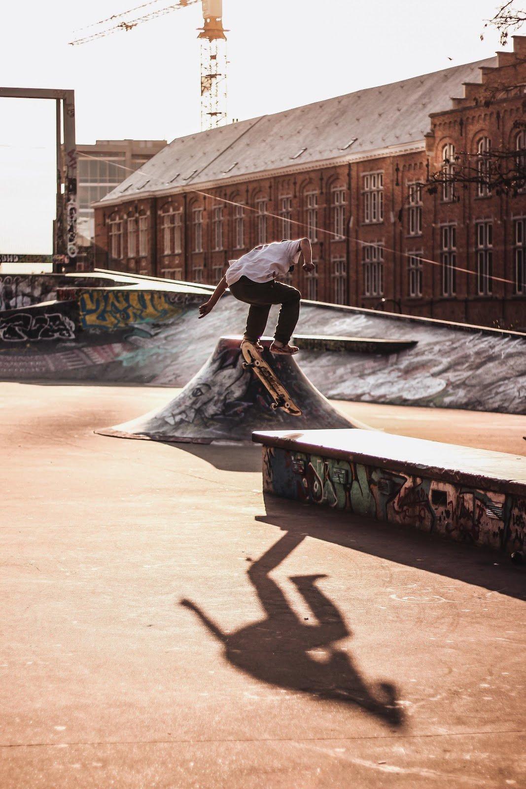 Skateboarder doing tricks by Inés Álvarez Fdez